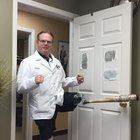 sll7fmt1XzBh rJrSWKSYTdRuCpHACNNLR6BnbXcSM My Uncle sent me this picture of his prosthesis doctor. Next level!!!