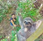 MQmpV3WoYu18GbaEsz8TdL bWusZmmZhgy5ziAs0GH8 The only acceptable reason to own and use a selfie stick