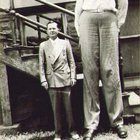 Sv Vm3HVcyxtLXeqs1Bs4aCy0uPJ9zV15qEf7 ViBYU A 20 year old Robert Wadlow, the worlds tallest Human Being, standing with his Father, 1938