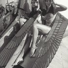 rXxB4Y2D6rf5Q4mrOUpKFQTk8lDYqmMIT8kOVnLr7O4 Female extras relaxing on set of the most expensive movie ever made (at the time)   Cleopatra, 1963